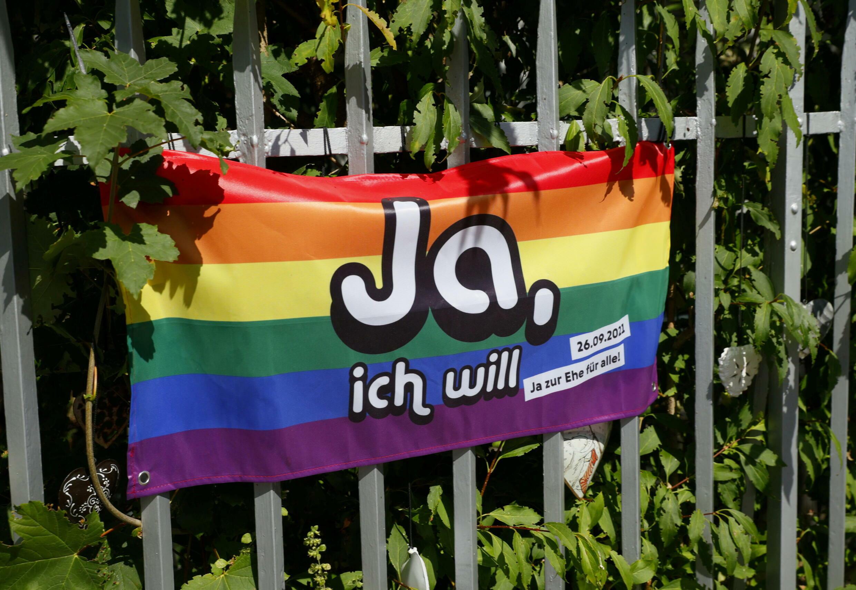 2021-09-26T054216Z_1123629503_RC2HXP9X3081_RTRMADP_3_SWISS-LGBT-MARRIAGE