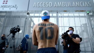supporter-maradona clinique