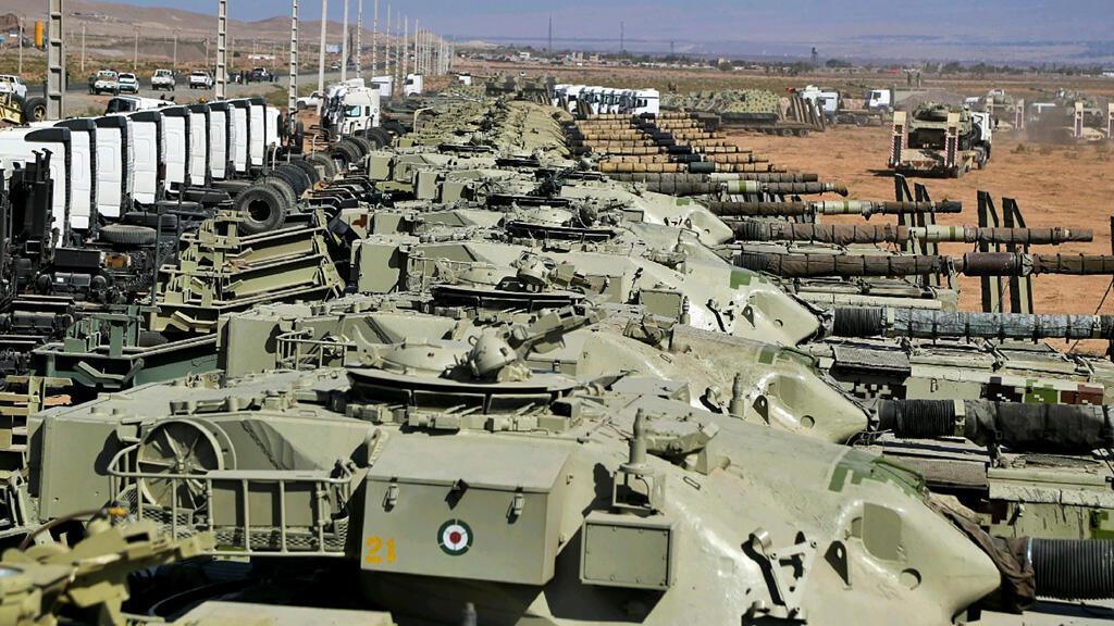 دبابات الجيش الإيراني خلال مناورات عسكرية