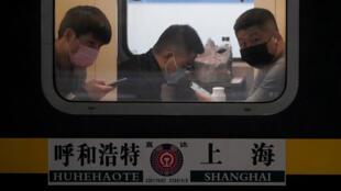 في محطة قطارات شنغهاي