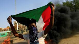 أحد المتظاهرين في السودان