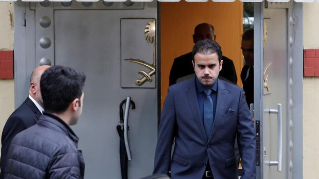 مسؤول سعودي يغادر القنصلية السعودية في اسطنبول يوم الاثنين