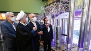 الرئيس الإيراني حسن روحاني في منشأة نطنز النووية
