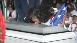 زوجة الجندي الأمريكي جونسون الذي قتل في النيجر، هوليوود، فلوريدا (21-10-2017)