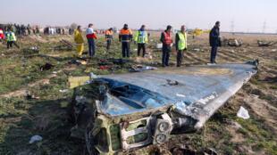 بقايا من الطائرة الأوكرانية التي سقطت قرب طهران يوم 8 يناير 2020