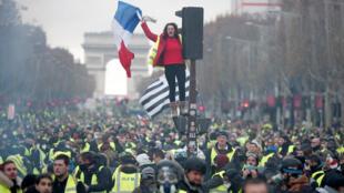 مظاهرات السترات الصفراء في الشانزليزيه - باريس