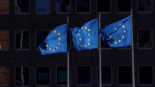 european_union_flag_outside_european_commission_brussels
