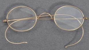 ghandi glass