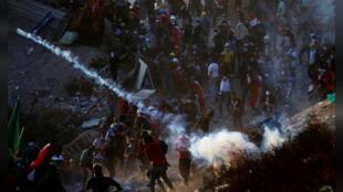 محتجون عراقيون مناهضون للحكومة في بغداد