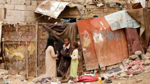 معاناة اليمنيين
