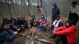 مهاجرون قضوا ليلتهم في العراء في البوسنة