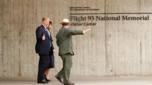 الرئيس الأمريكي ترامب وزوجته في النصب التذكاري الوطني لرحلة الطيران 93