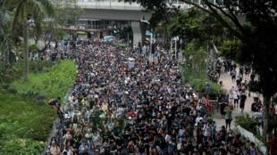 متظاهرون ضد مشروع قانون تسليم المجرمين يتظاهرون في مونجكوك بهونج كونج-