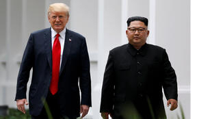 الرئيس دونالد ترامب والزعيم الكوري الشمالي كيم جونغ أون في سنغافورة