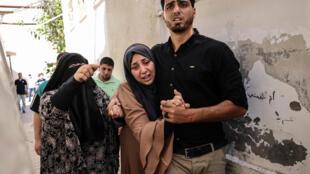 أقارب في حزن لمقتل اثنين من عائلة الرنتيسي الفلسطينية