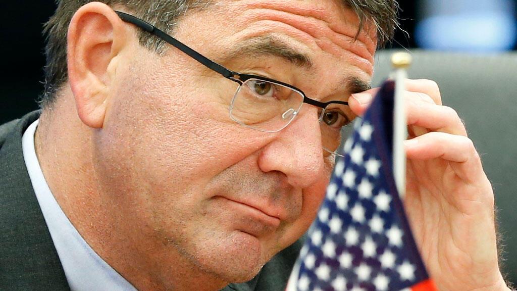 وزير الدفاع الأمريكي الجديد (الصورة من زيارة لطوكيو في عام 2012)
