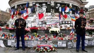 جانب من مظاهر إحياء ذكرى اعتداء شارلي إيبدو في ساحة الجمهورية في باريس