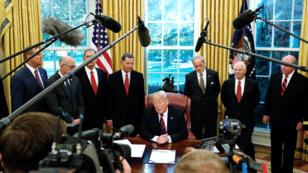 الرئيس الأمريكي دونالد ترامب خلال مقابلة مع الصحافيين