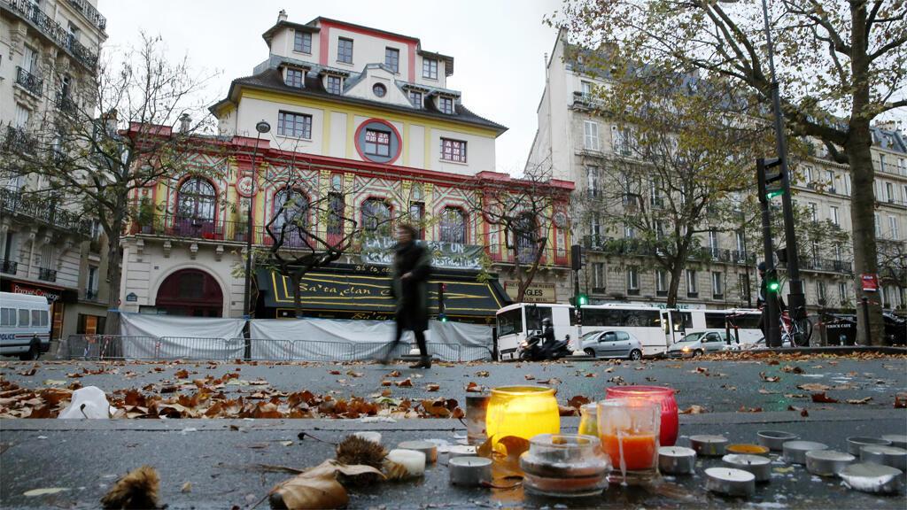 من أمام مسرح باتاكلان الباريسي 17 تشرين الثاني/نوفمبر 2015
