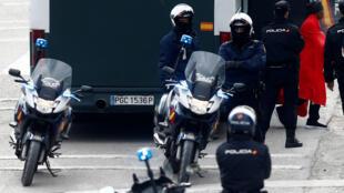 رجال الشرطة في إسبانيا