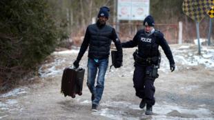 ارتفاع عدد المهاجرين العابرين للحدود الكندية الأمريكية منذ بداية عهد ترامب