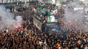 استقبال الشعب الجزائري لمنتخب بلاده بعد تتويجه بكأس أمم افريقيا-