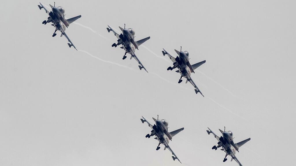 مقاتلات صينية من طراز J-10