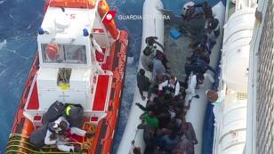 عملية إنقاذ مهاجرين قبالة السواحل الإيطالية 30-06-2016
