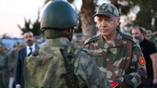 الرئيس التركي بالزي العسكري