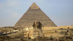 أبو الهول وهرم خفرع في القاهرة