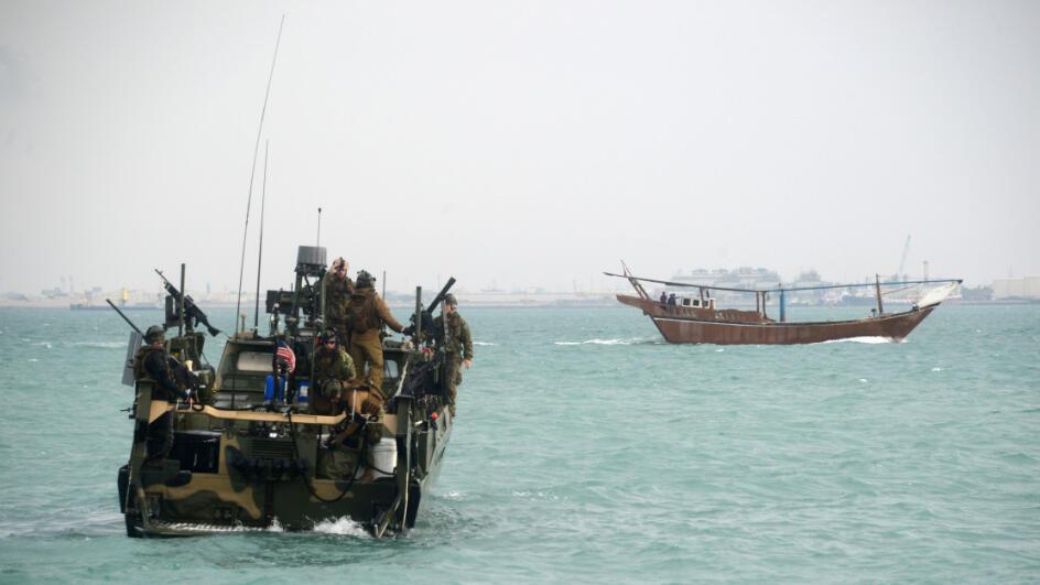 قارب عسكري في بحر العرب