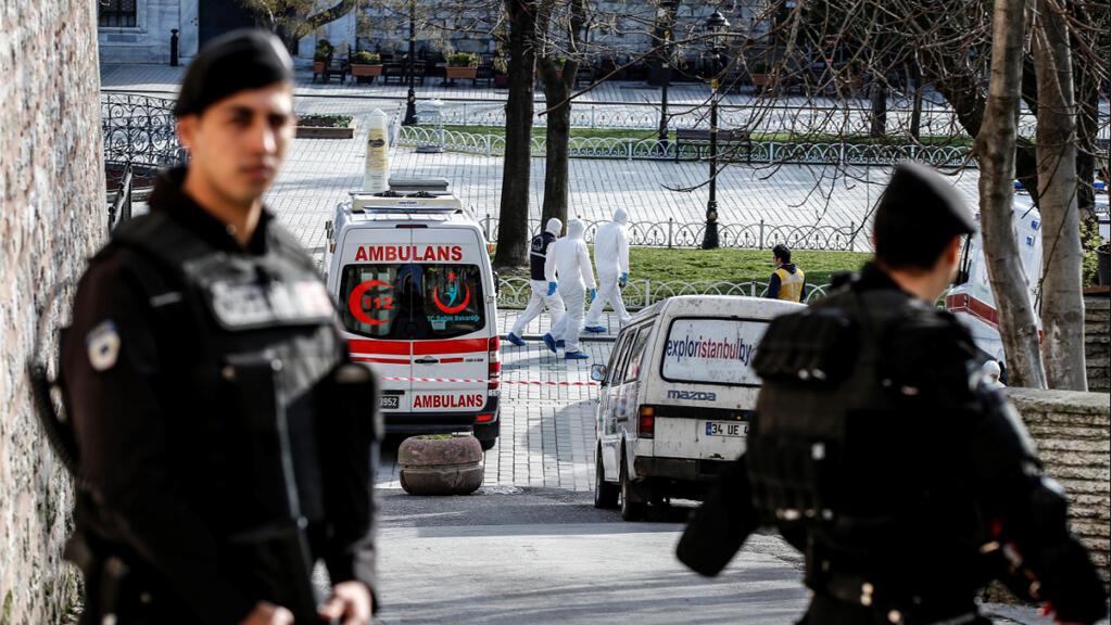 الشرطة التركية في حي سلطان أحمد 12 كانون الثاني/يناير 2016