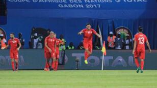 فرحة اللاعبين التونسيين بعد تسجيل الهدف الثاني ضد الجزائر