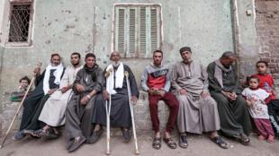 رجال من بلدة النهايا بمصر