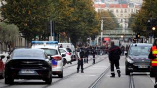 من مكان الاعتداء الإرهابي بمدينة نيس الفرنسية