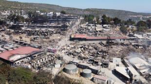 حريق مخيم للاجئين في جزيرة ليسبوس اليونانية
