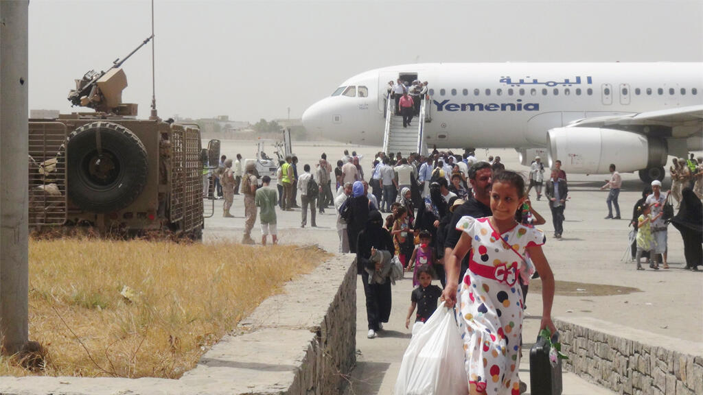 ©  طائرة تابعة للخطوط الجوية اليمنية في مطار عدن الدولي