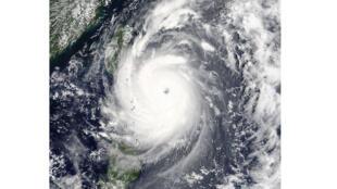 """إعصار """"نيبارتاك"""" يقترب من تايوان (07-07-2016)"""