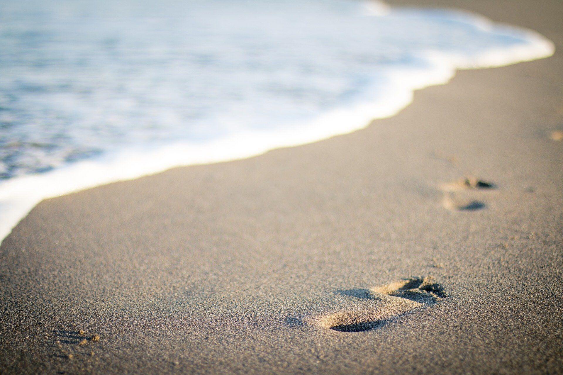 footsteps_sand_beach