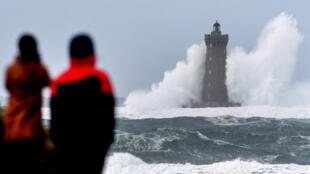 العاصفة بيلا في فرنسا