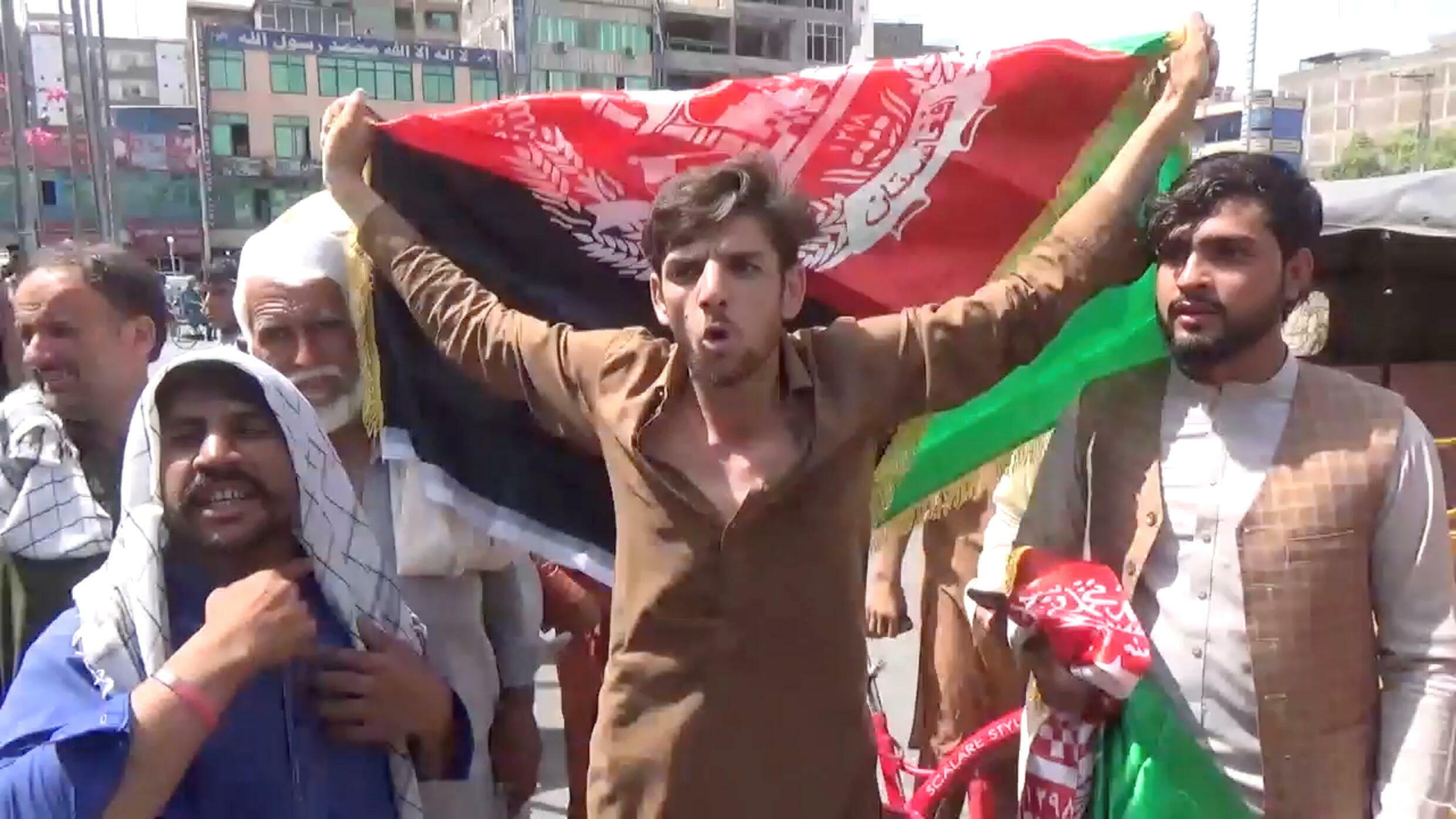 2021-08-18T152152Z_1533745400_RC2R7P9UQ7XA_RTRMADP_3_AFGHANISTAN-CONFLICT-PROTESTS