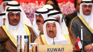 أمير الكويت الشيخ صباح الأحمد الجابر الصباح يتحدث في قمة آسيوية في بانكوك يوم 10 أكتوبر تشرين الأول 2016-