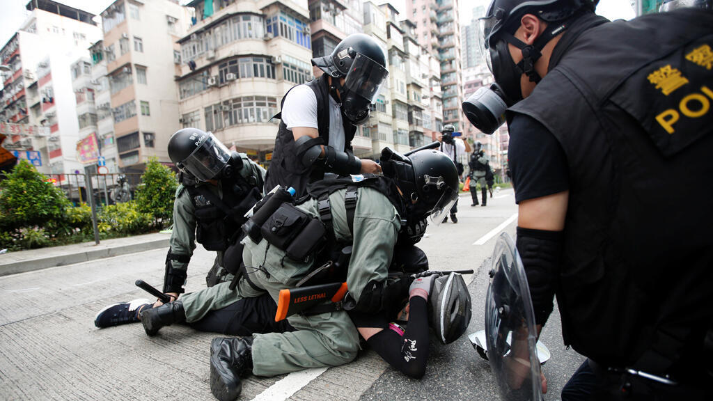 أعمال العنف ضد المتظاهرين في هونغ كونغ