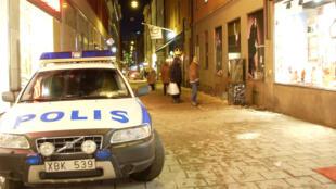 سيارة للشرطة السويدية في احد شوارع السويد