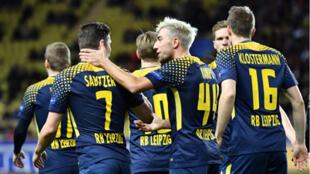 لاعبون من فريق لايبزيخ الألماني