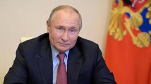 بوتين يجتمع بأصحاب المؤسسات الفرنسية الكبرى الناشطة في روسيا