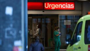 من أمام مستشفى في اسبانيا
