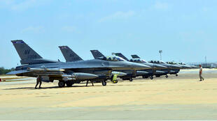 طائرات إف-16 تربض في قاعدة أفيون في إيطاليا
