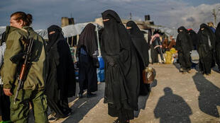 نساء أفراد من تنظيم الدولة الاسلامية