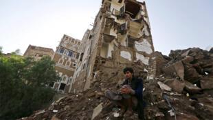 حي صنعاء القديم يظهر مدمراً بالقصف الجوي للتحالف بقيادة السعودية، بحسب ما يدّعي الحوثيون
